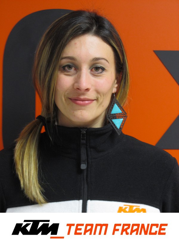 Sonia Barbot pilote moto ktm team france CTM83 sur 690 Duke R