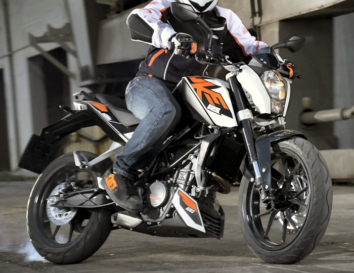 la ktm 125 duke une baby duke pour la ville. Black Bedroom Furniture Sets. Home Design Ideas