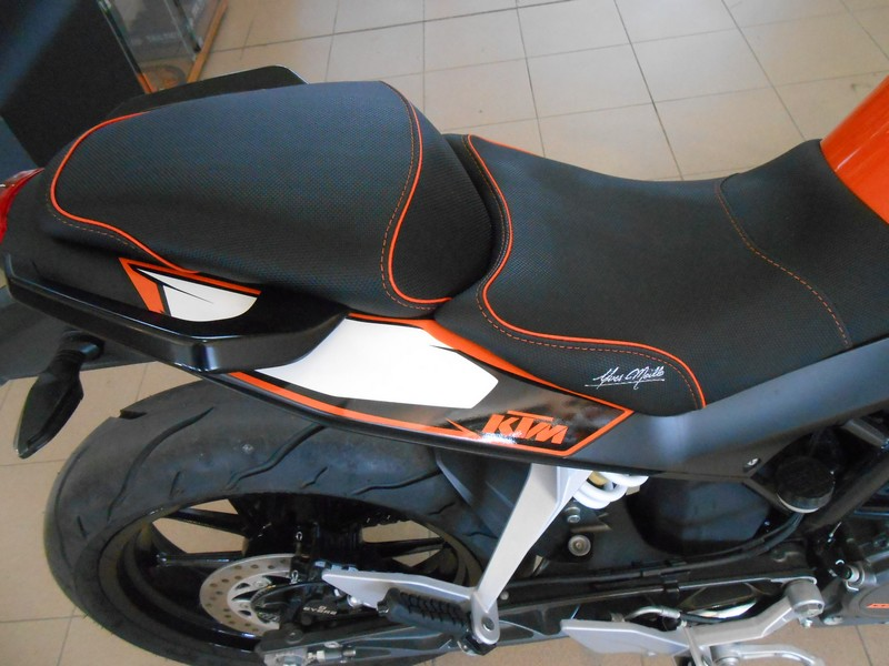 ktm 125 duke 2013 version surbaissee. Black Bedroom Furniture Sets. Home Design Ideas