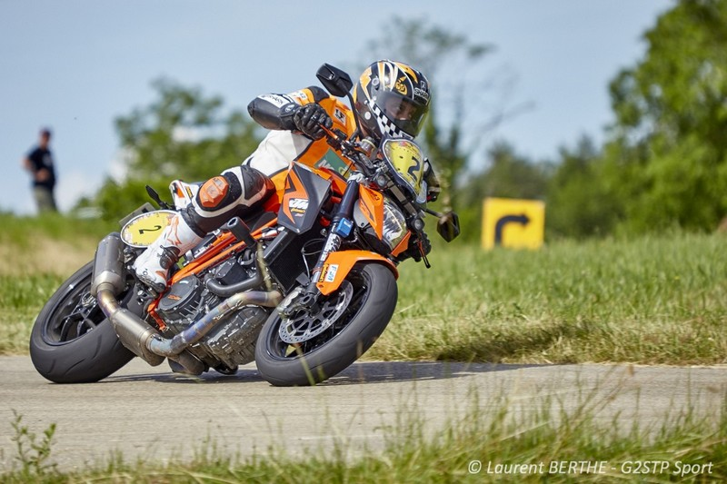 LAURENT FILLETON SUR KTM 1290 SUPER DUKE R EN TETE DU CHAMPIONNAT DE FRANCE DES RALLYES ROUTIERS